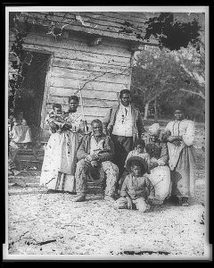 old balck and white photo of slaves