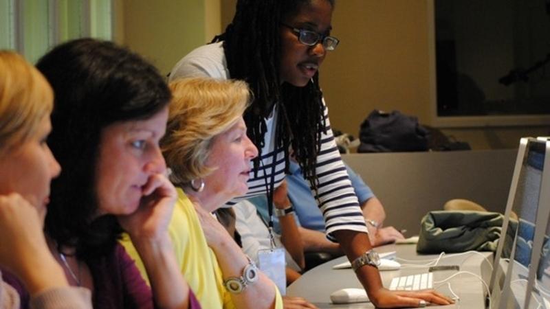 women looking at computer screens